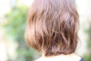 脱・白髪染め。白髪を活かすハイライト◎