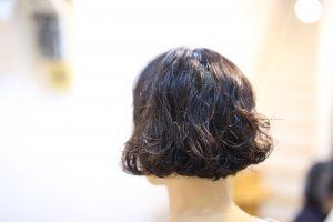 髪が真っすぐで柔らかくってサラサラで、パーマがかかってもすぐとれちゃう髪質の方。デジタルパーマいいですよ!