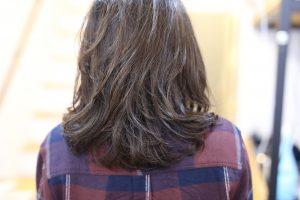 ミディアム・ロングヘアで朝のスタイリングを簡単にきめたい方には毛先だけパーマ◎