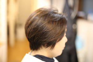 繰り返す白髪染めで暗くなり過ぎた髪の毛・・・ 明るくしていきます!