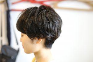 ショートヘアのニュアンスパーマ、いろいろ良くって人気ですよ◎